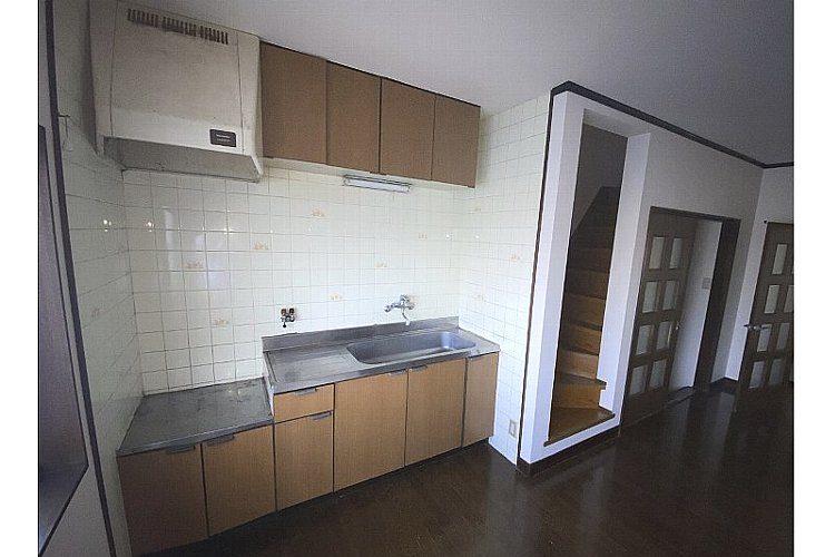 高鷲3丁目貸家(3階建)画像2